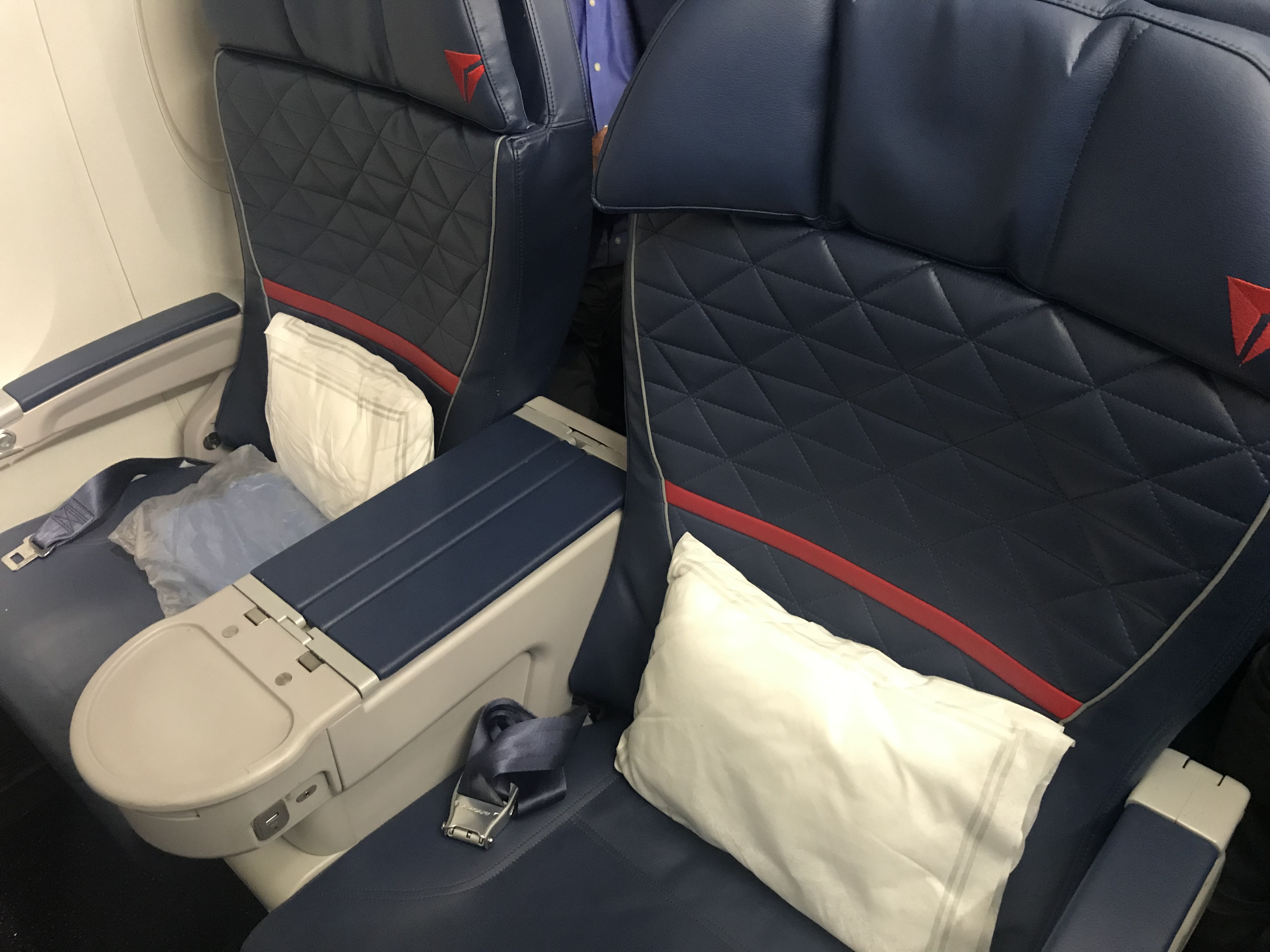 complimentary upgrades on award ticket - delta